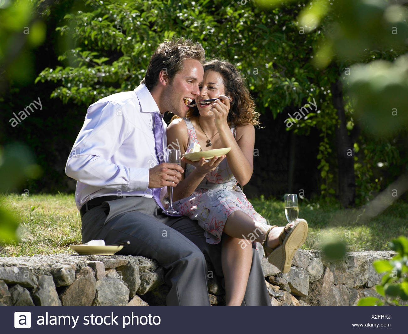 Wedding guests eating cake - Stock Image