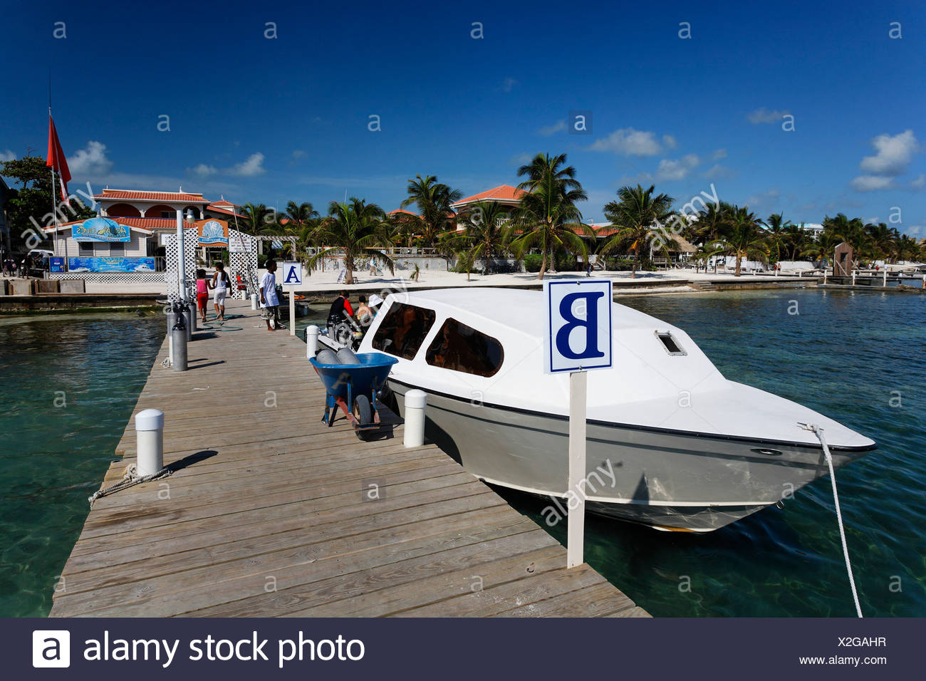 Scuba diving boat tied to the pier of the Sun Breeze Hotel, San Pedro, Ambergris Cay Island, Belize, Central America, Caribbean - Stock Image