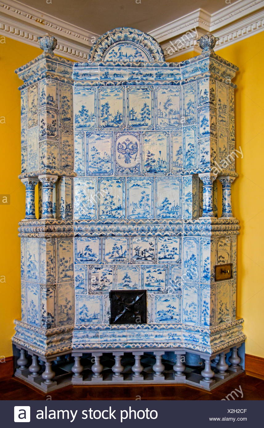 fine arts, ceramic, tiled stove, in the Kadriorg Palace of Peter the Great, Tallinn, Estonia, Artist's Copyright has not to be cleared - Stock Image