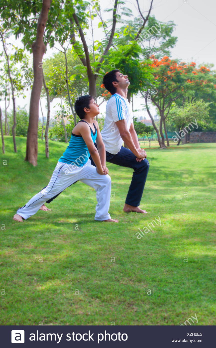 Father and son doing yoga - Stock Image