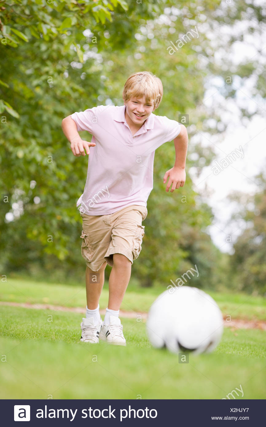 Young boy playing soccer - Stock Image
