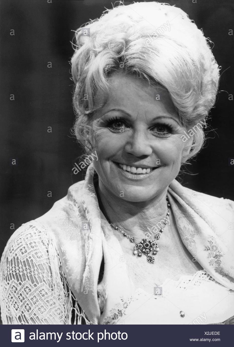 "Hellwig, Maria, 22.2.1920 - 26.11.2010, German singer, portrait, ZDF television show ""Lass das mal den Tony machen"", 1982, Stock Photo"