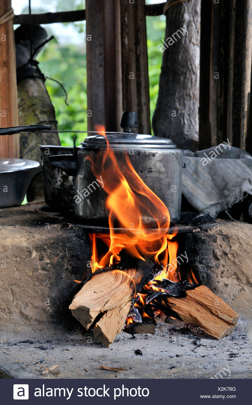Pressure cooker on stove made of clay with a wood fire, Acampamento 12 de Otubro landless camp, Movimento dos Trabalhadores - Stock Image