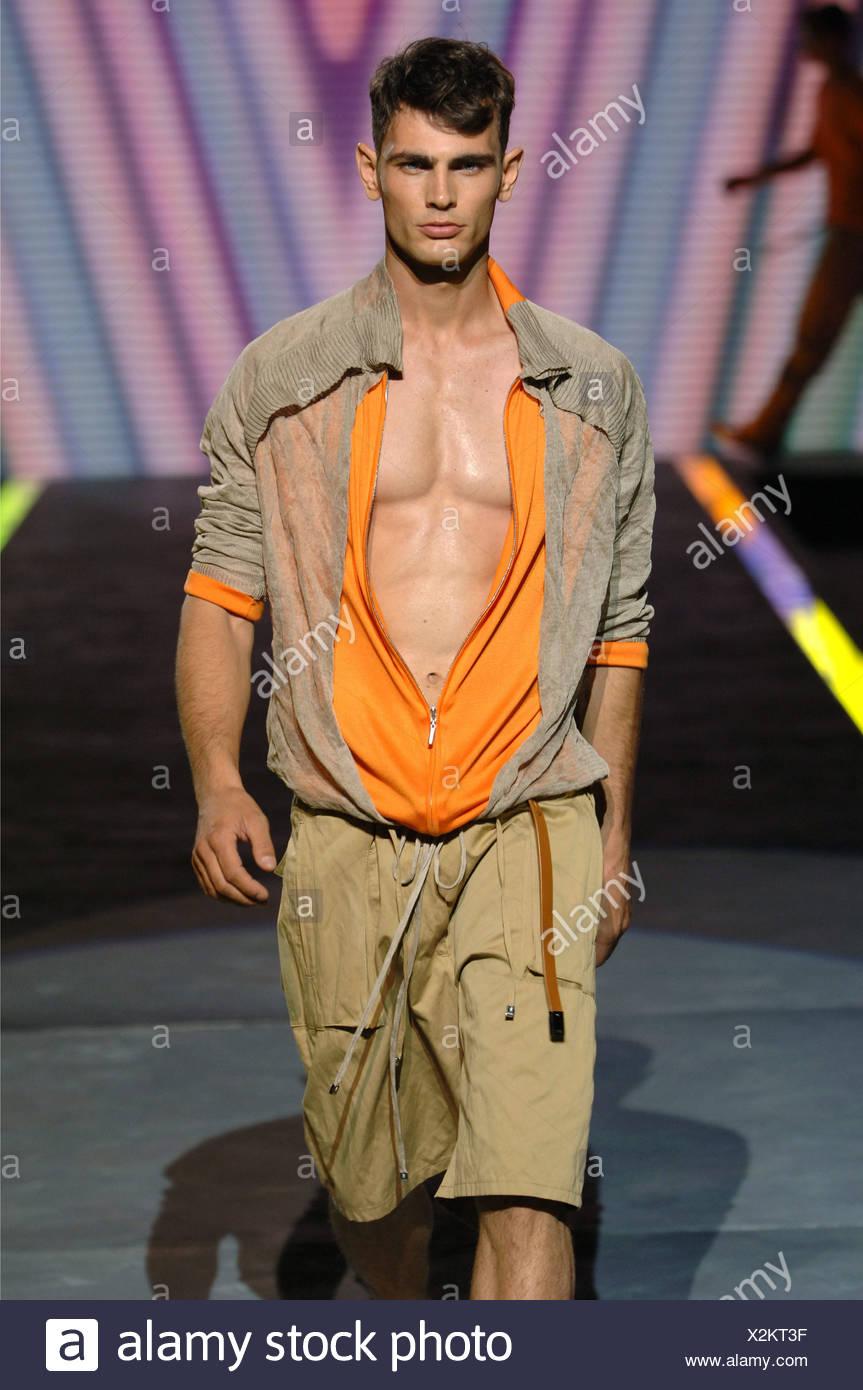 d3c8ed967 Versace Milan Ready to Wear Menswear Spring Summer Brunette male model  walking down the runway wearing