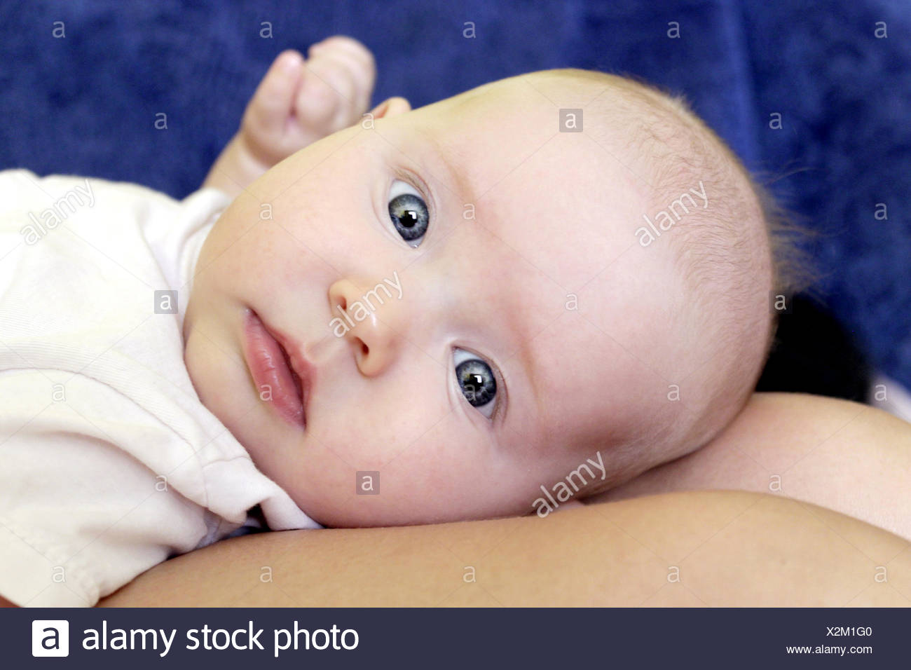 beautiful little baby laying horizontally on the l - Stock Image