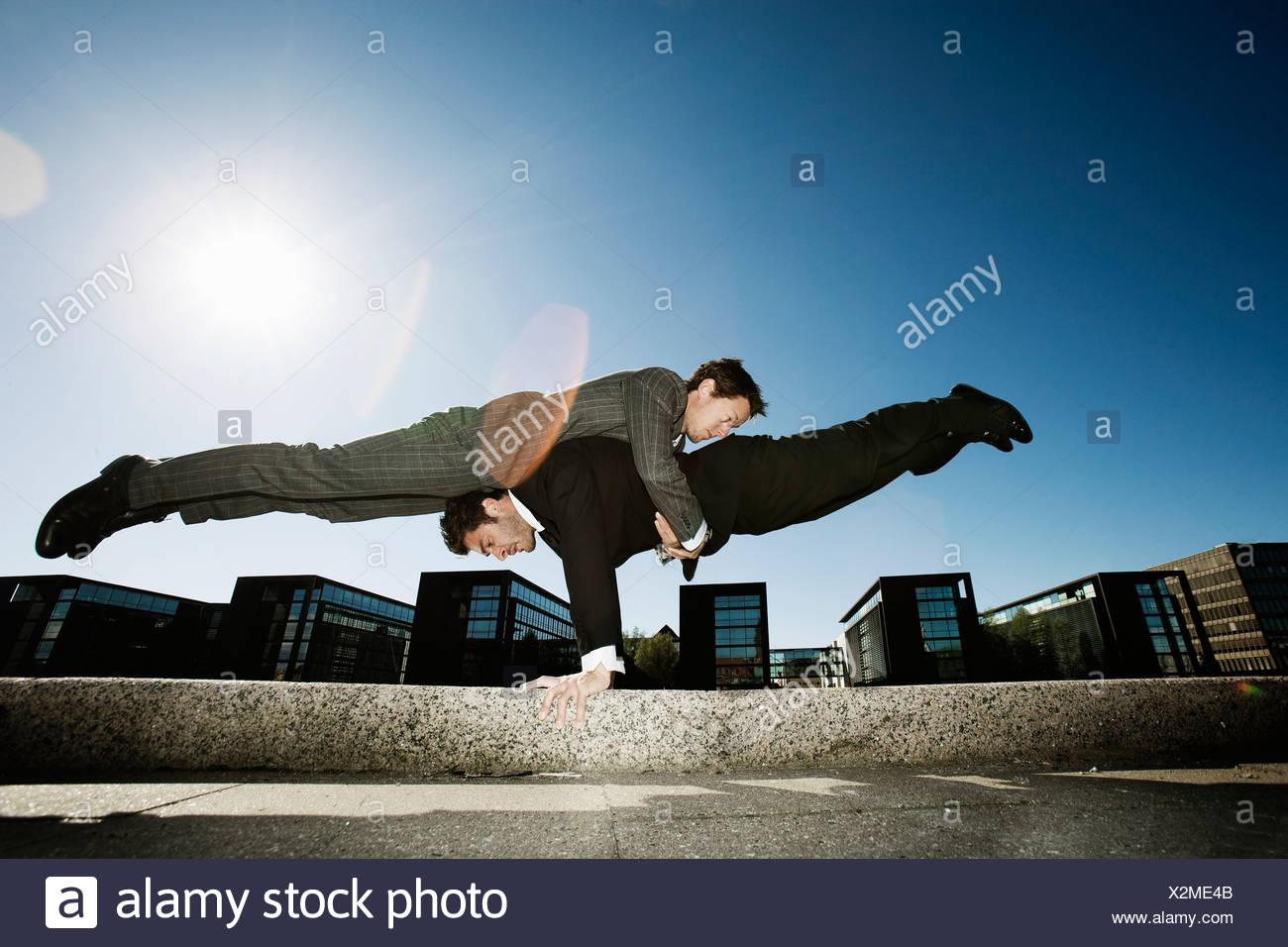 2 men teamworking - Stock Image