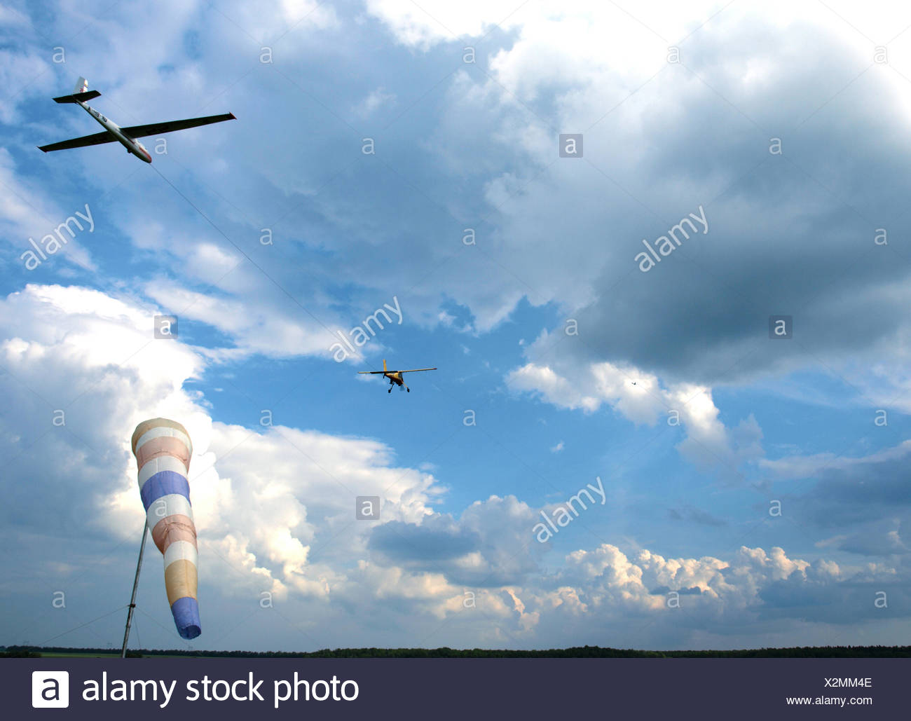 plane tows the glide - Stock Image