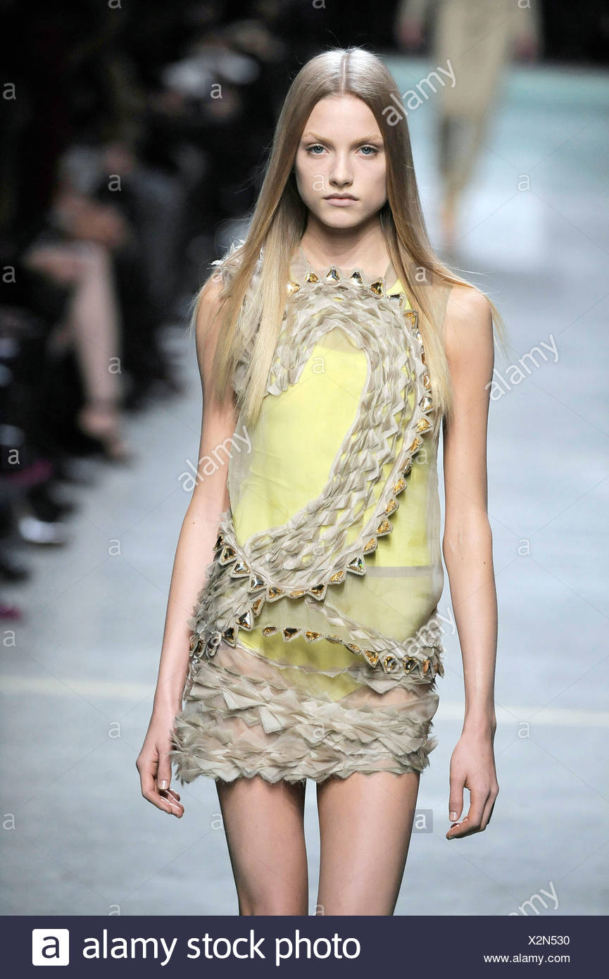 d6dc59db9d33 Givenchy Paris Ready to Wear Spring Summer Model wearing a grey sheer  chiffon sleeveless dress zig