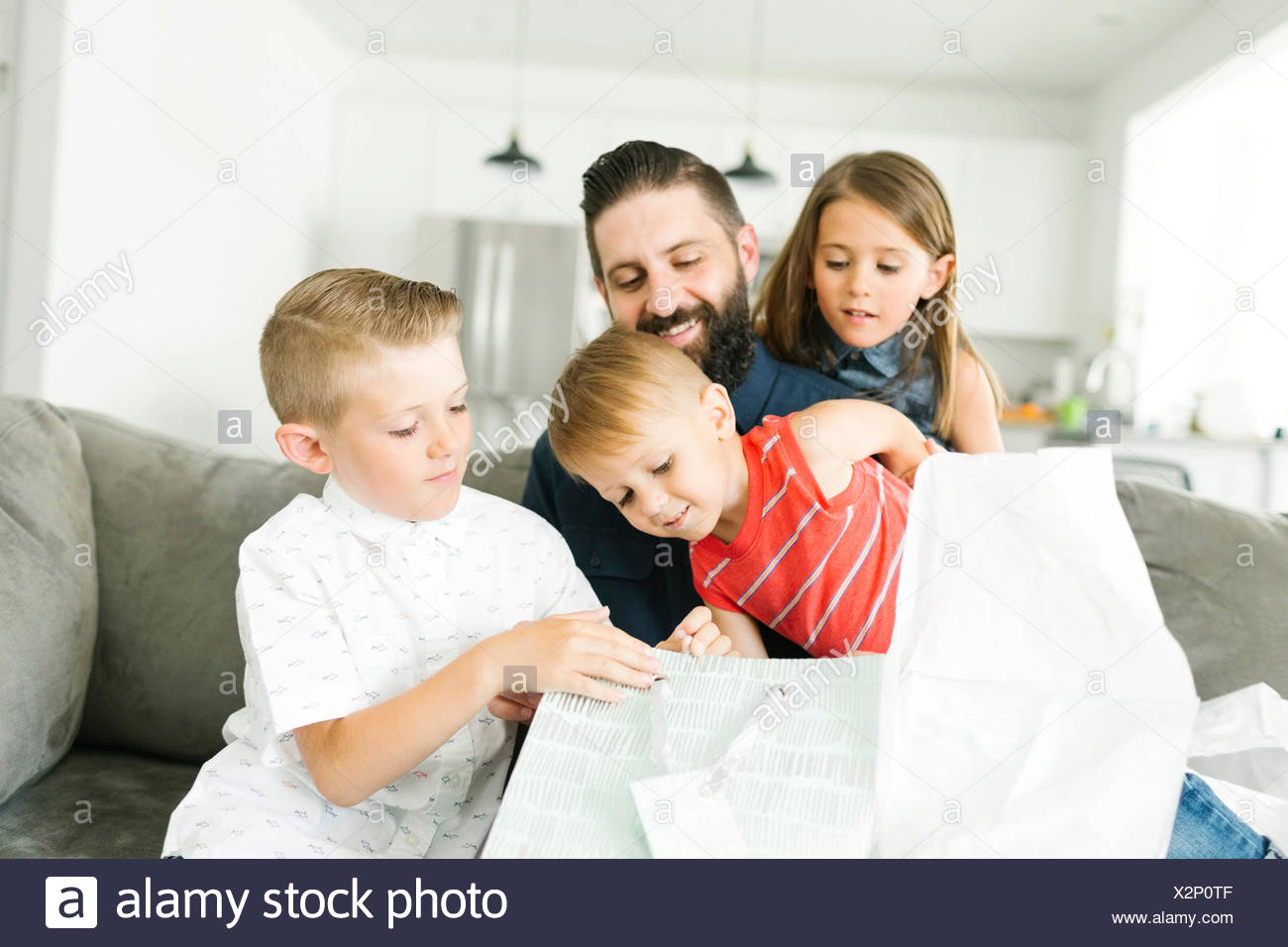 Family with three children (2-3, 6-7) celebrating fathers day - Stock Image