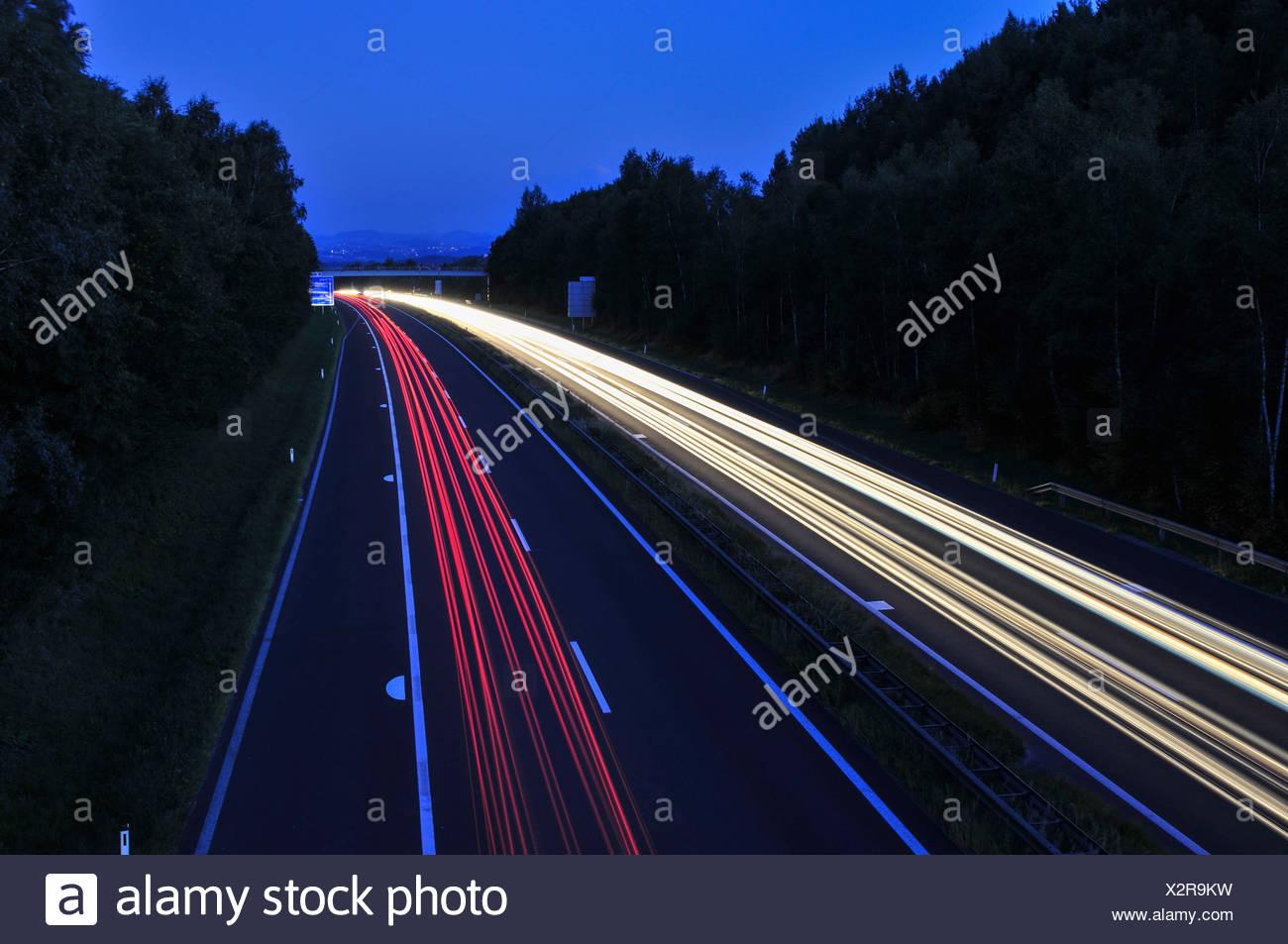 a7, muehlkreisautobahn, bei linz, abendstimmung, lichtspuren, autos, fernverkehr, blaue stunde. - Stock Image