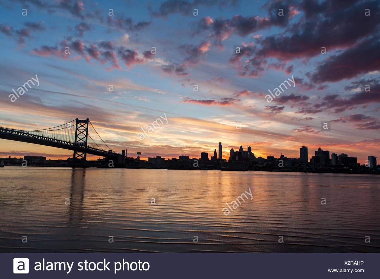 Philadelphia's Benjamin Franklin Bridge spanning the Delaware River. - Stock Image
