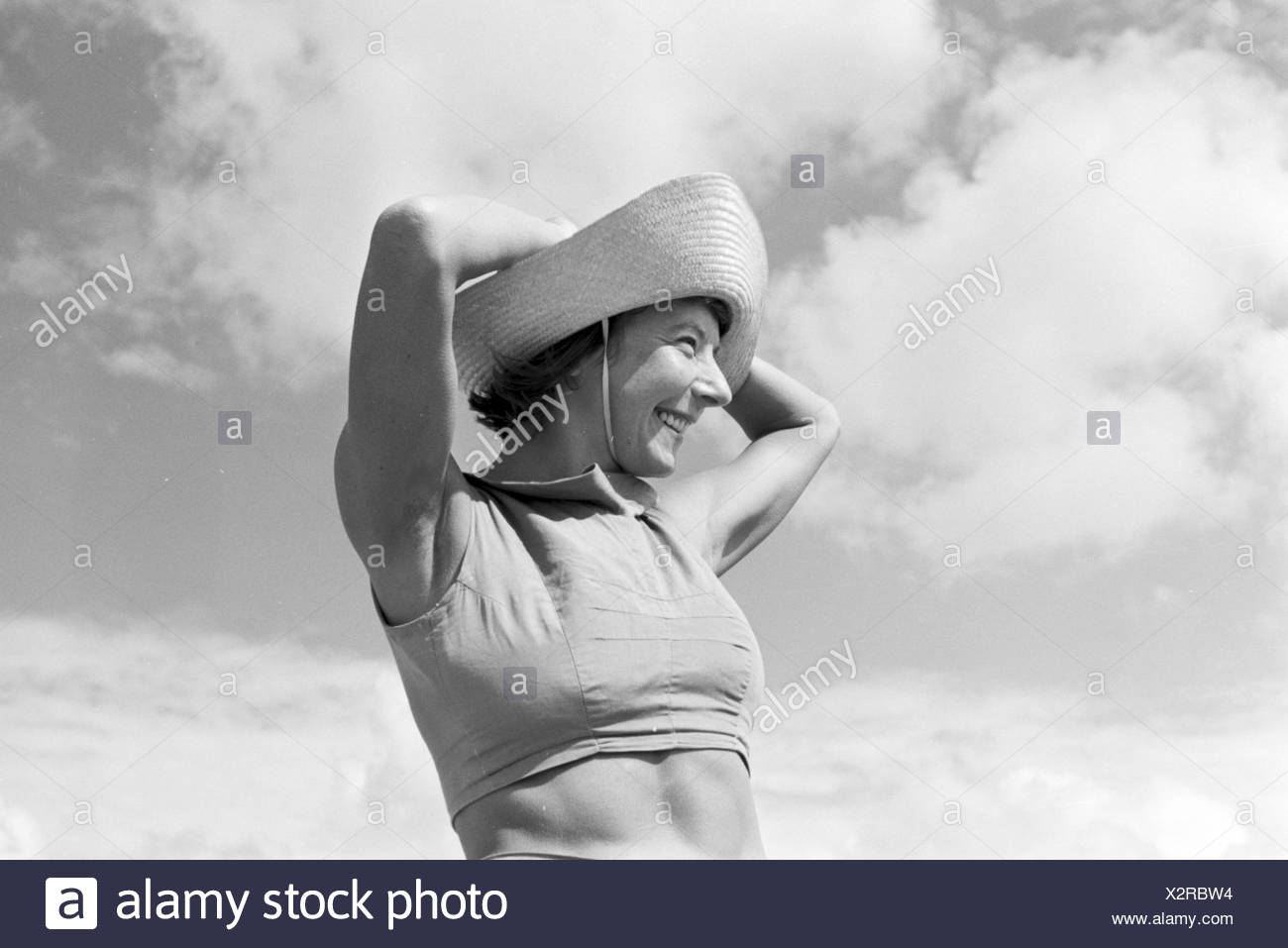 Die berühmte Tänzerin Gret Palucca während Ihrem Sommerurlaub auf Sylt, Deutsches Reich 1930er Jahre. The popular dancer Gret Palucca on vacation on Sylt, Germany 1930s. Stock Photo