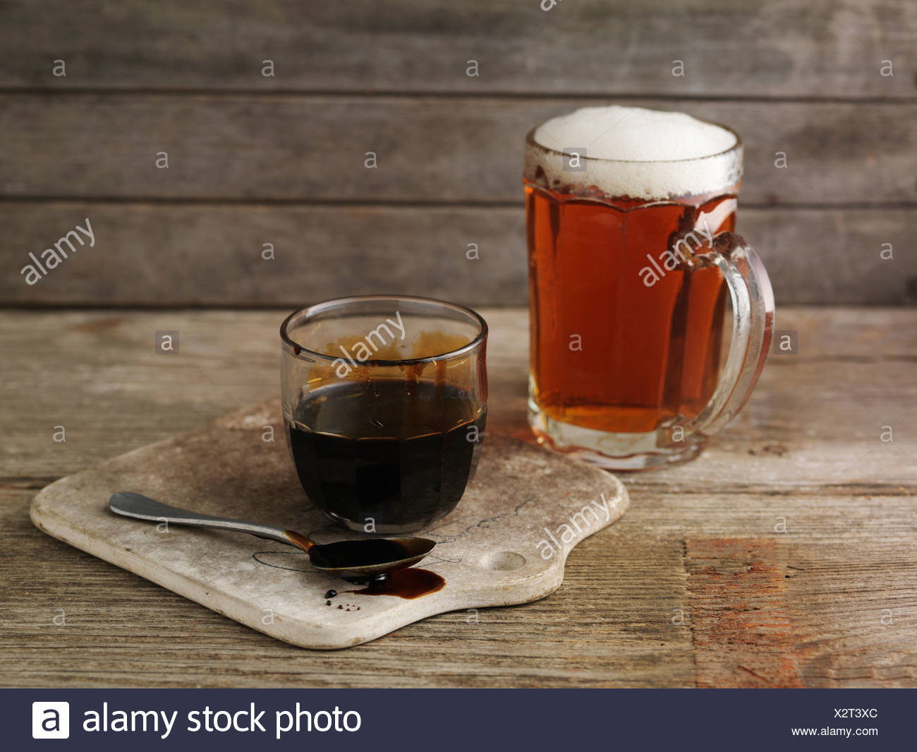 Still life with a pint of ale and pot of treacle (ingredients for glazed ham) - Stock Image