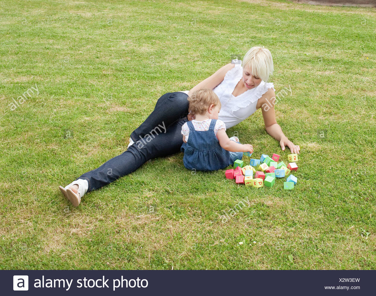 Familiy playing in the garden - Stock Image