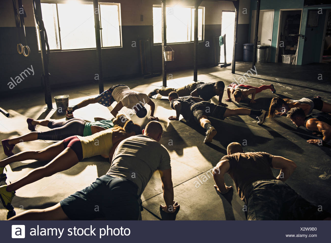 Fitness group doing push ups in gym - Stock Image