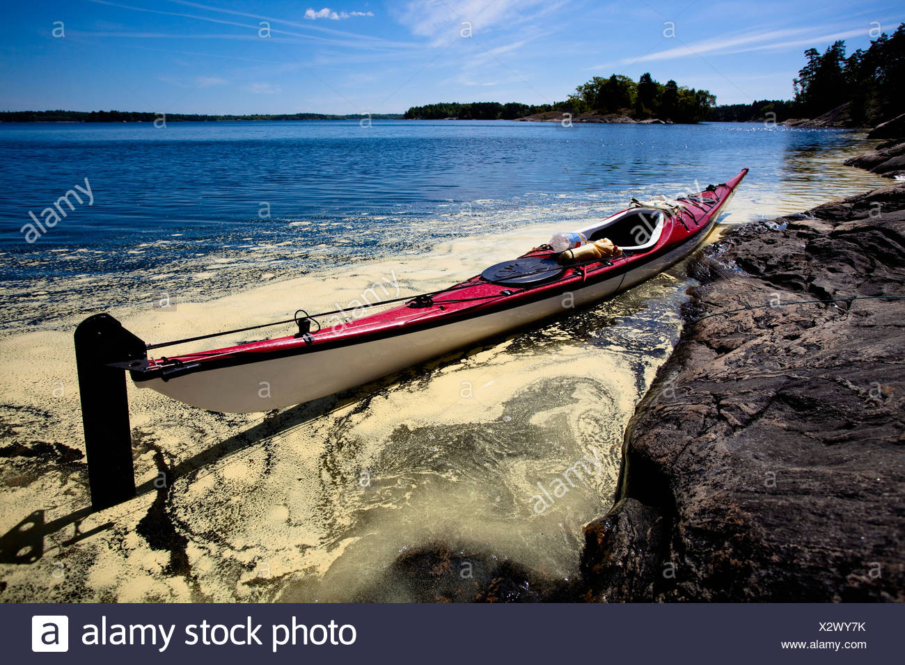 Kayak on shore - Stock Image