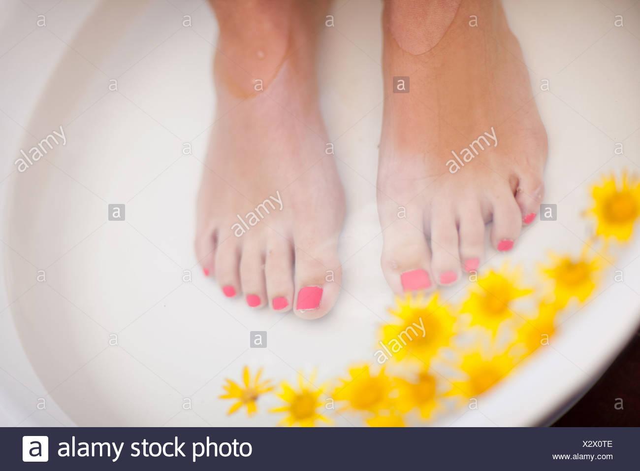 Woman's feet soaking in tub - Stock Image