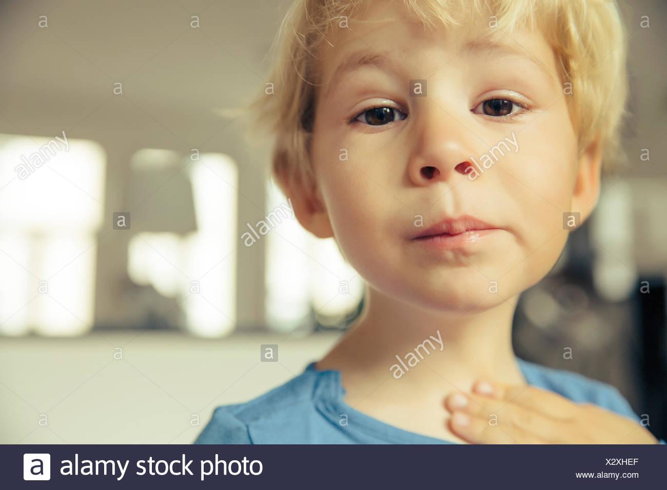Portrait of little boy having sore throat - Stock Image