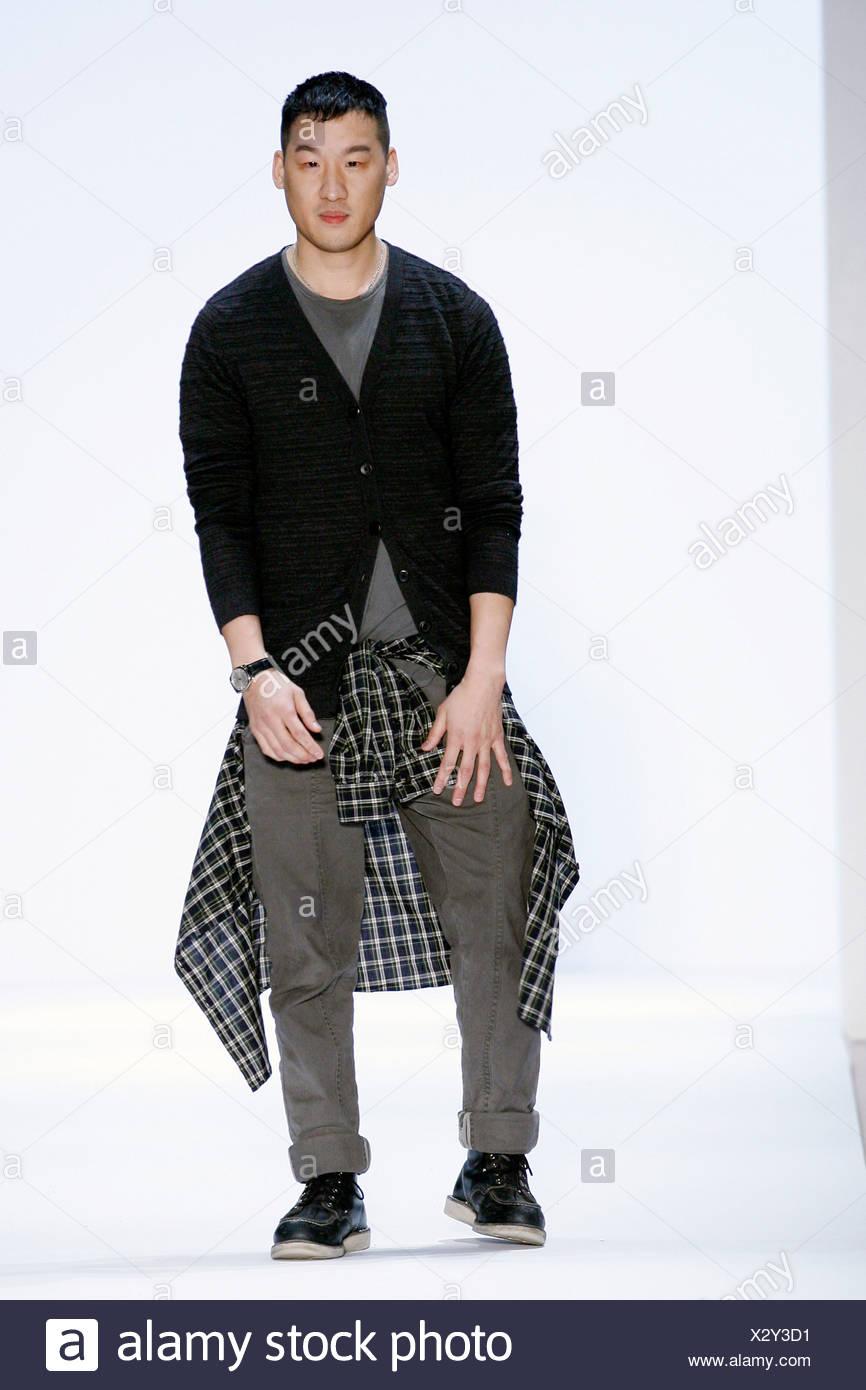 Richard Chai Love New York Ready To Wear Autumn Winter Fashion Designer Richard Chai Wearing A Grey Top Black Cardigan Grey Stock Photo Alamy