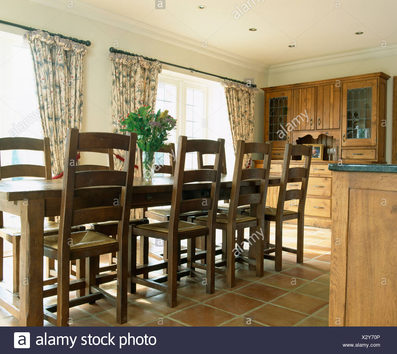 Oak Table And Chairs In Traditional Country Kitchen With Quarry Tiled Floor    Stock Image