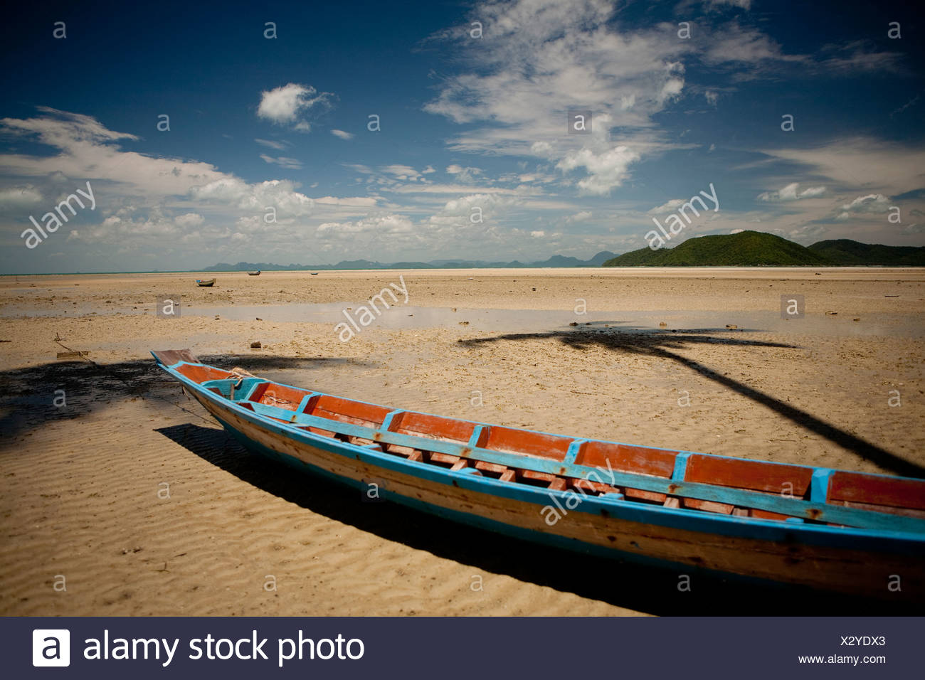 Colorful Thai fishing boat at low tide on Ko Samui in the South China Sea. - Stock Image