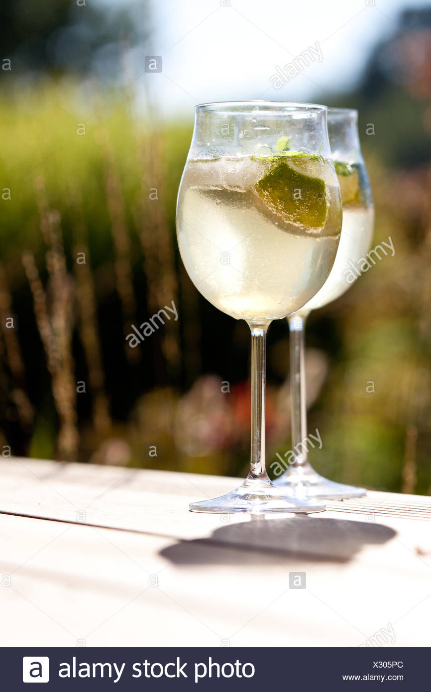 hugo appetizer prosecco ice mint elderflower juice - Stock Image