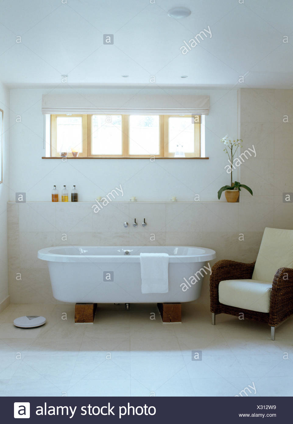 Roll Top Bath Stock Photos & Roll Top Bath Stock Images - Alamy