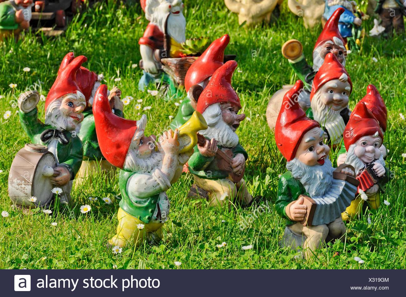 Gnome In Garden: Garden Gnomes Dwarves Stock Photos & Garden Gnomes Dwarves