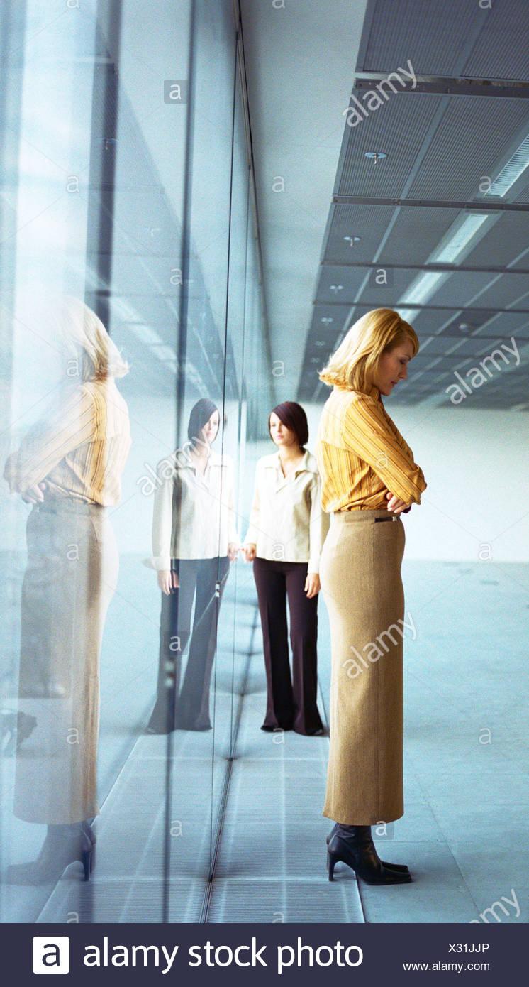 Businesswomen, full length - Stock Image