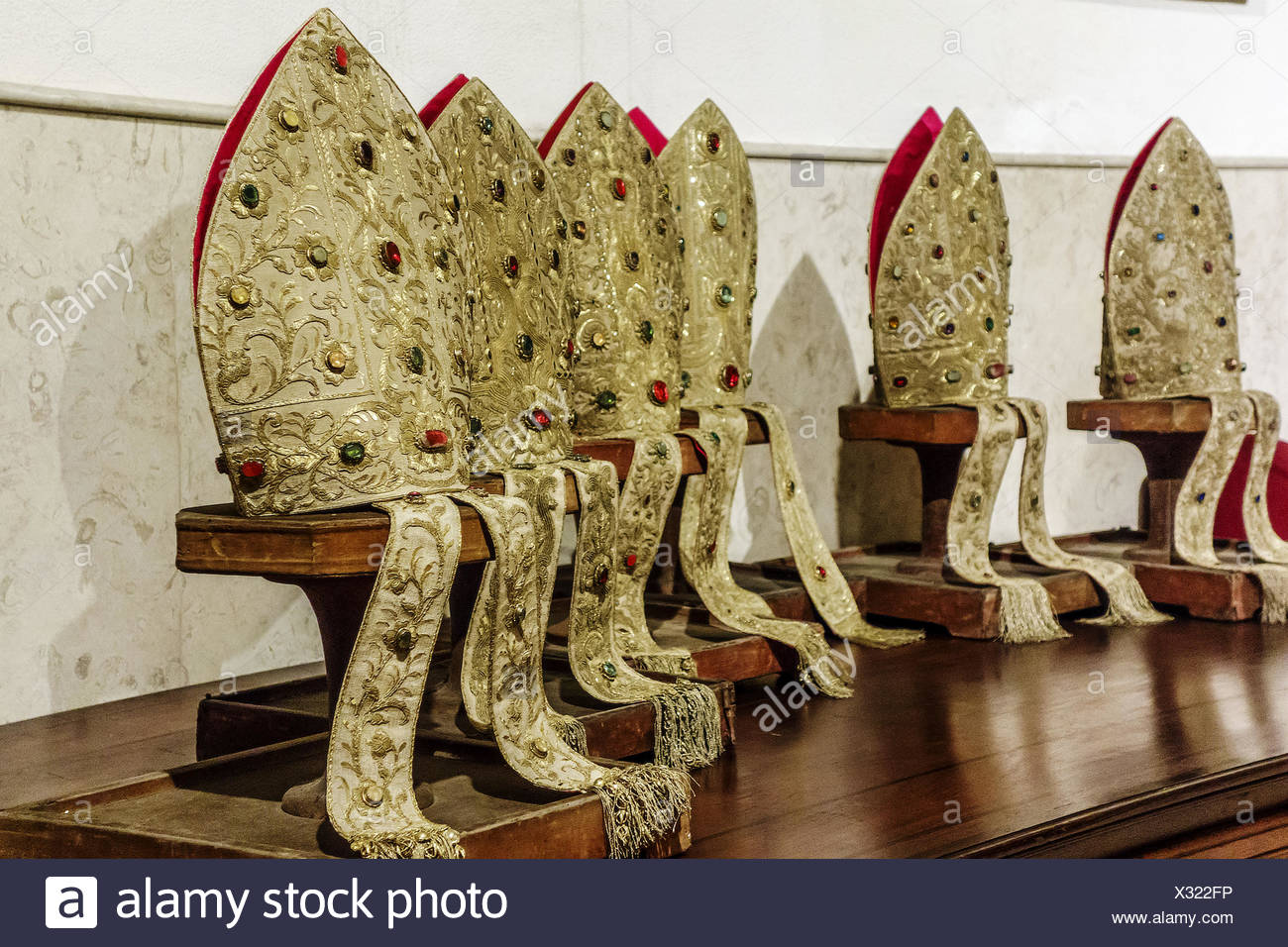 Mitres Stock Photos & Mitres Stock Images - Alamy