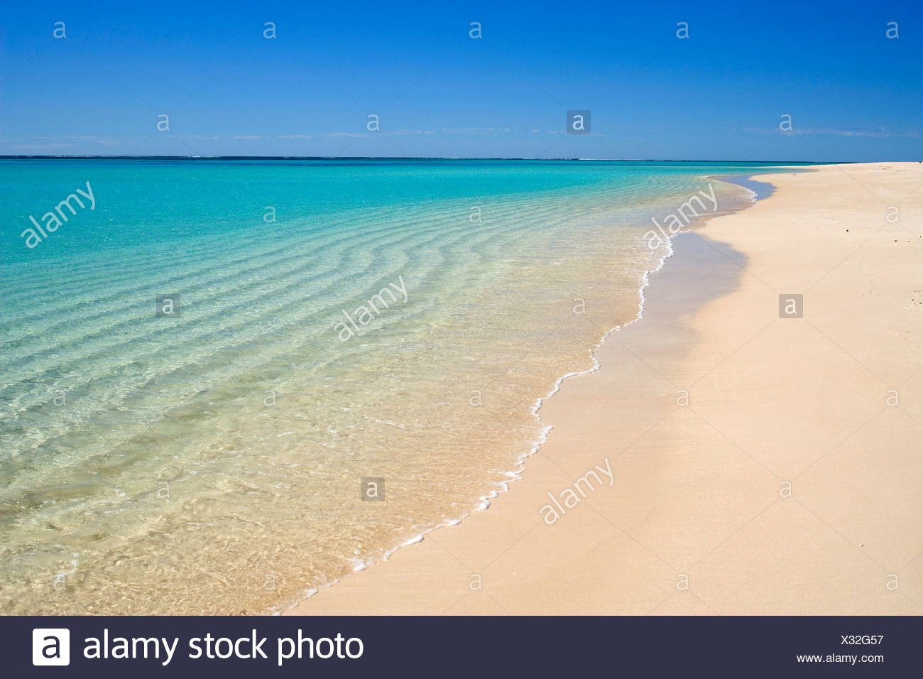 white sandy beach, clear turquoise coloured water and a deep blue sky combine to a perfect beach, Australia, Western Australia, Ningaloo Reef Marine Park - Stock Image