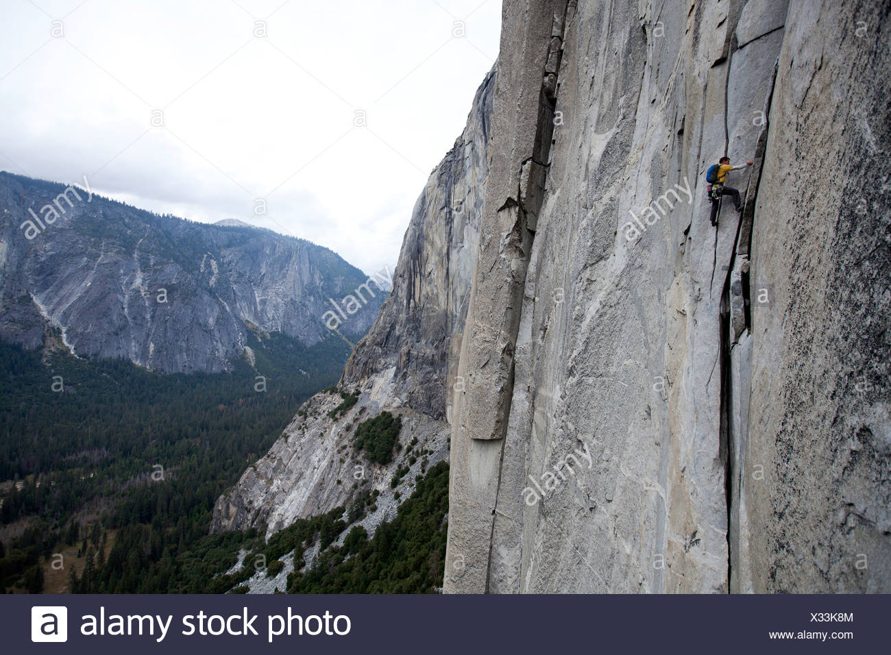 alex honnold solos the nose on el capitan in yosemite national park