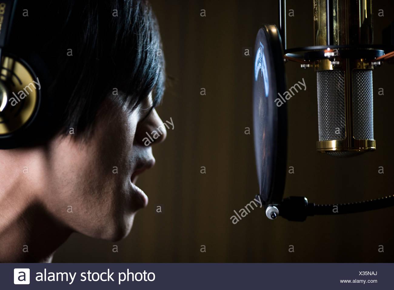 singing in a recording studio - Stock Image