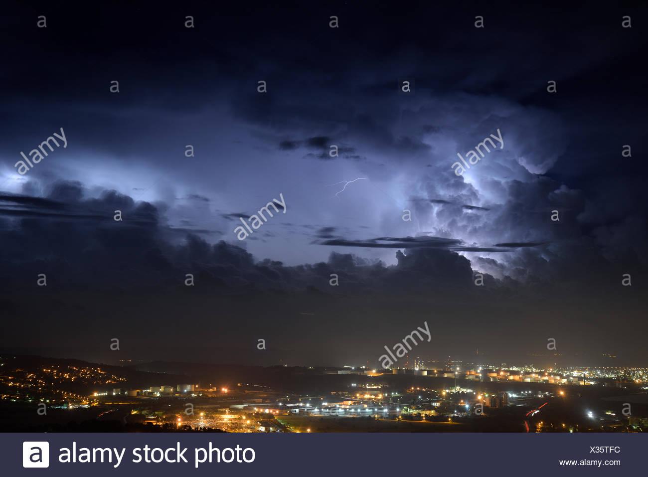 Cumulonimbus very electric and refineries - Etang de Berre - Stock Image