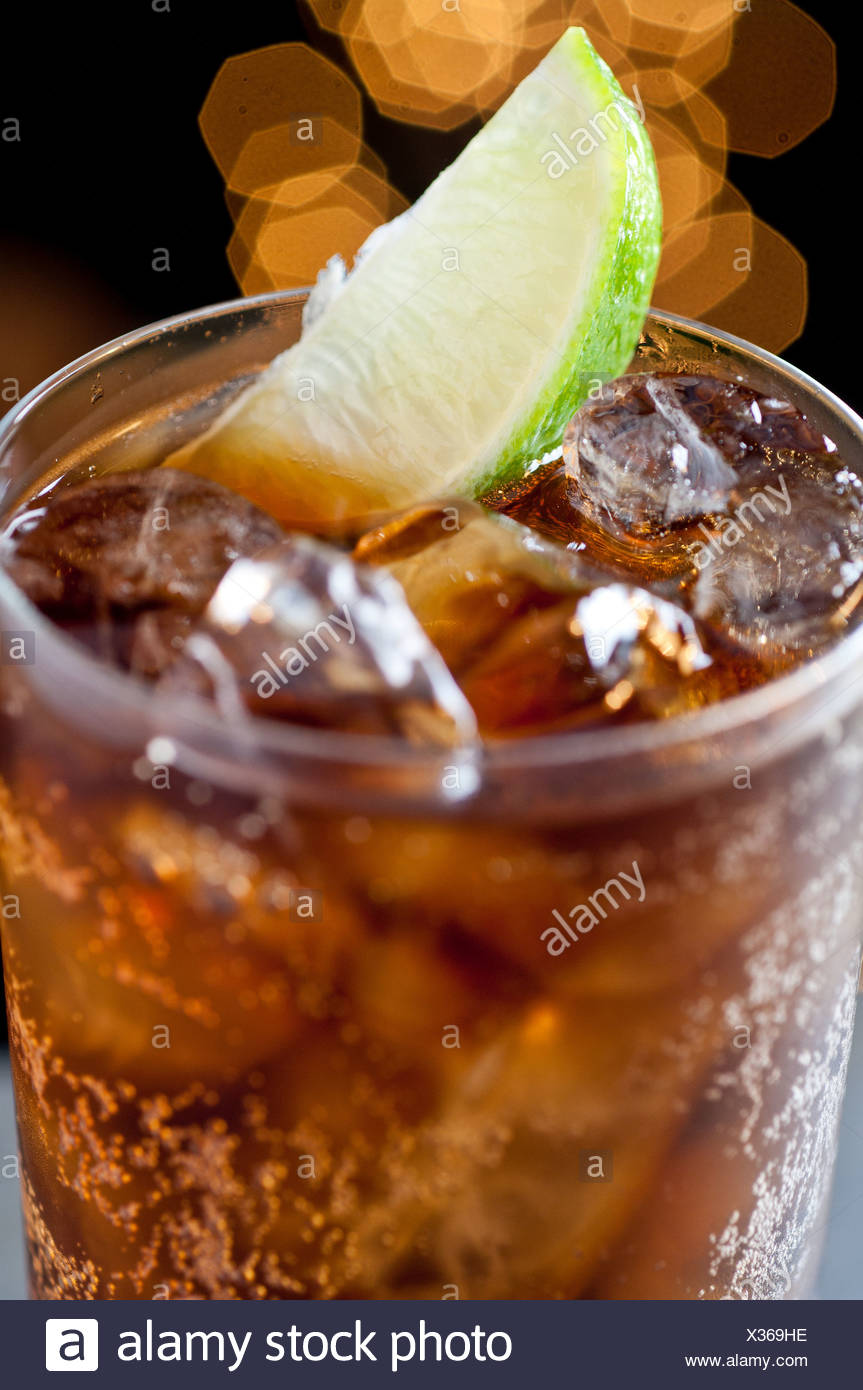 Cola drink with lime - Stock Image