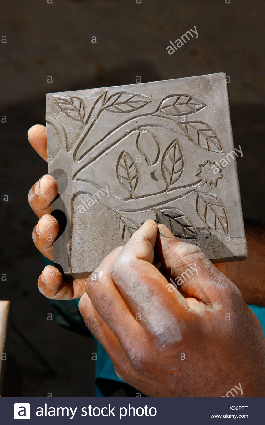 Ornament being carved into a decorative plate, manufacture of pottery, Bamessing, Cameroon, Africa - Stock Image