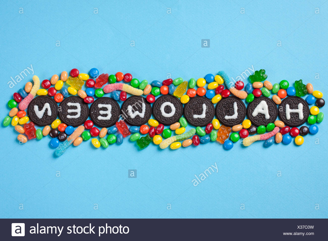 Typographical HALLOWEEN made of cookies and jellybeans - Stock Image