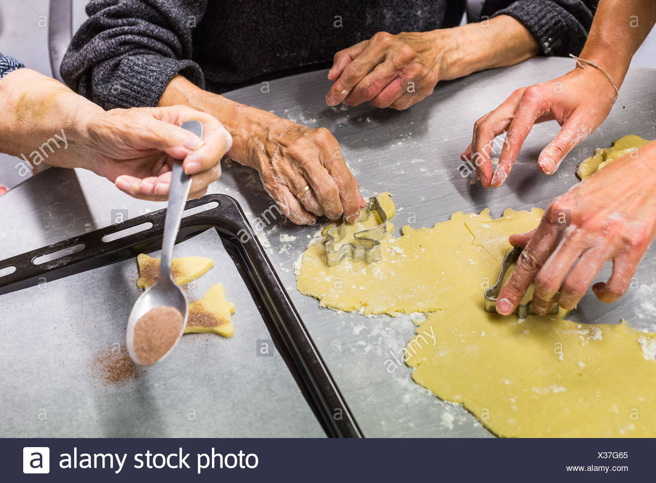 Evaluation stay in the Cognitive-Behavioral Unit (CCU) of a pychogeriatric care center specialized in Alzheimer's disease and related disorders, Here, - Stock Image