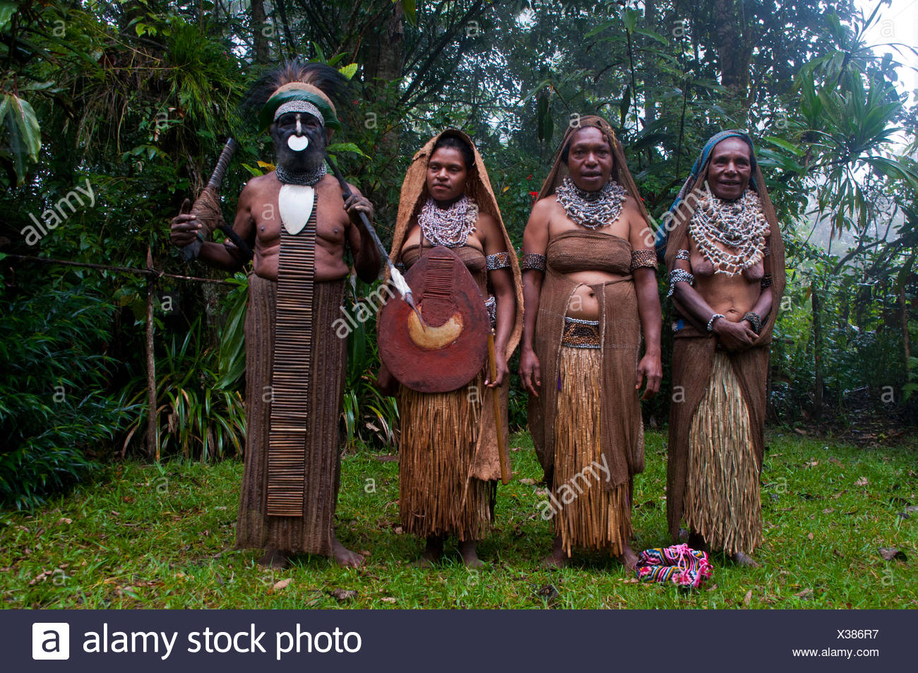 Tribal chief and three women wearing traditional dresses, Highlands Region, Papua New Guinea - Stock Image