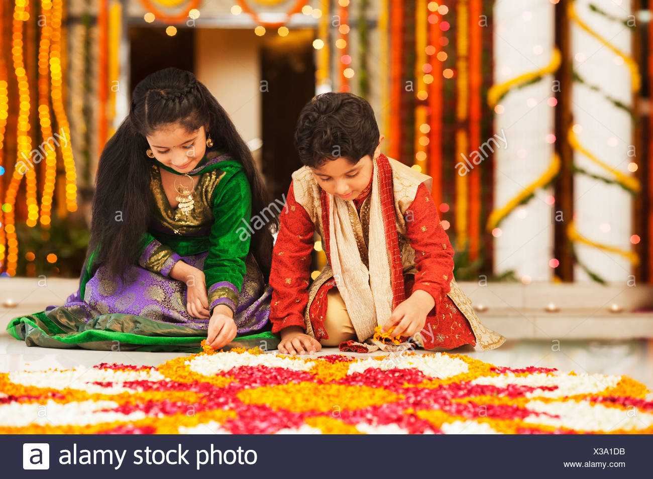 Children making rangoli on Diwali - Stock Image