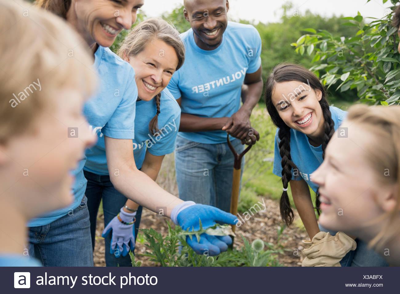 Volunteers talking in garden - Stock Image