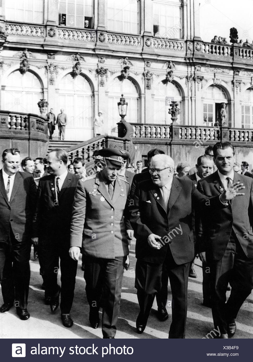 Seydewitz, Max, 19.12.1892 - 8.2.1987, German politician, Director General of Dresden State Art Collection 1955 - 1968, showing the Zwinger cosmonaut Alexei Leonov, 9.10.1965, , Additional-Rights-Clearances-NA - Stock Image