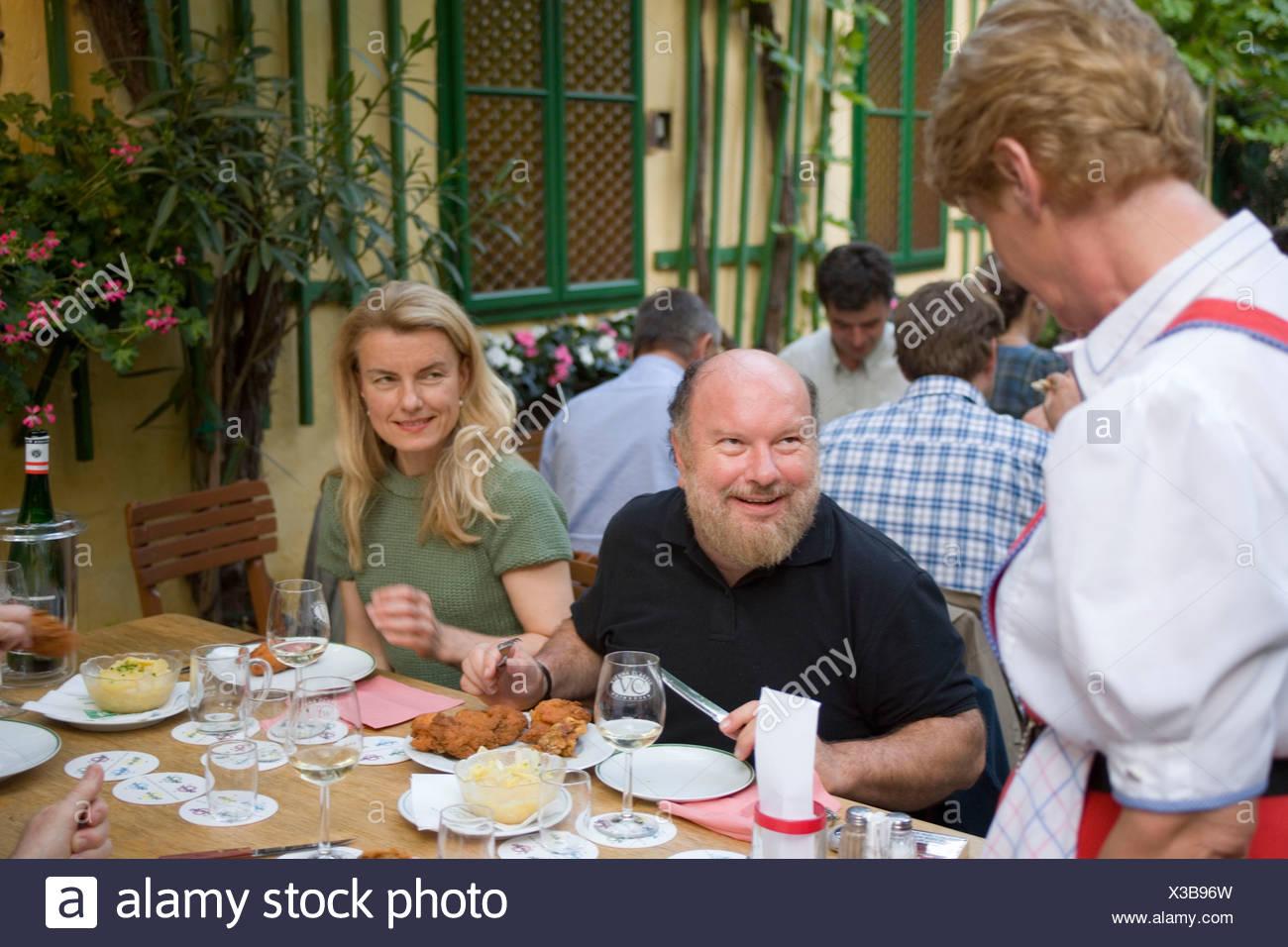 Guests in the garden of Heuriger Mayer am Pfarrplatz, Heiligenstadt, Vienna, Austria - Stock Image