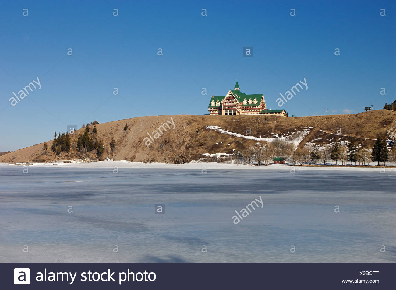 Canada Waterton Alberta Winter Prince Of Wales Hotel Waterton Lakes National Park Landscape Scenery Lake Snow Cold Mountains - Stock Image