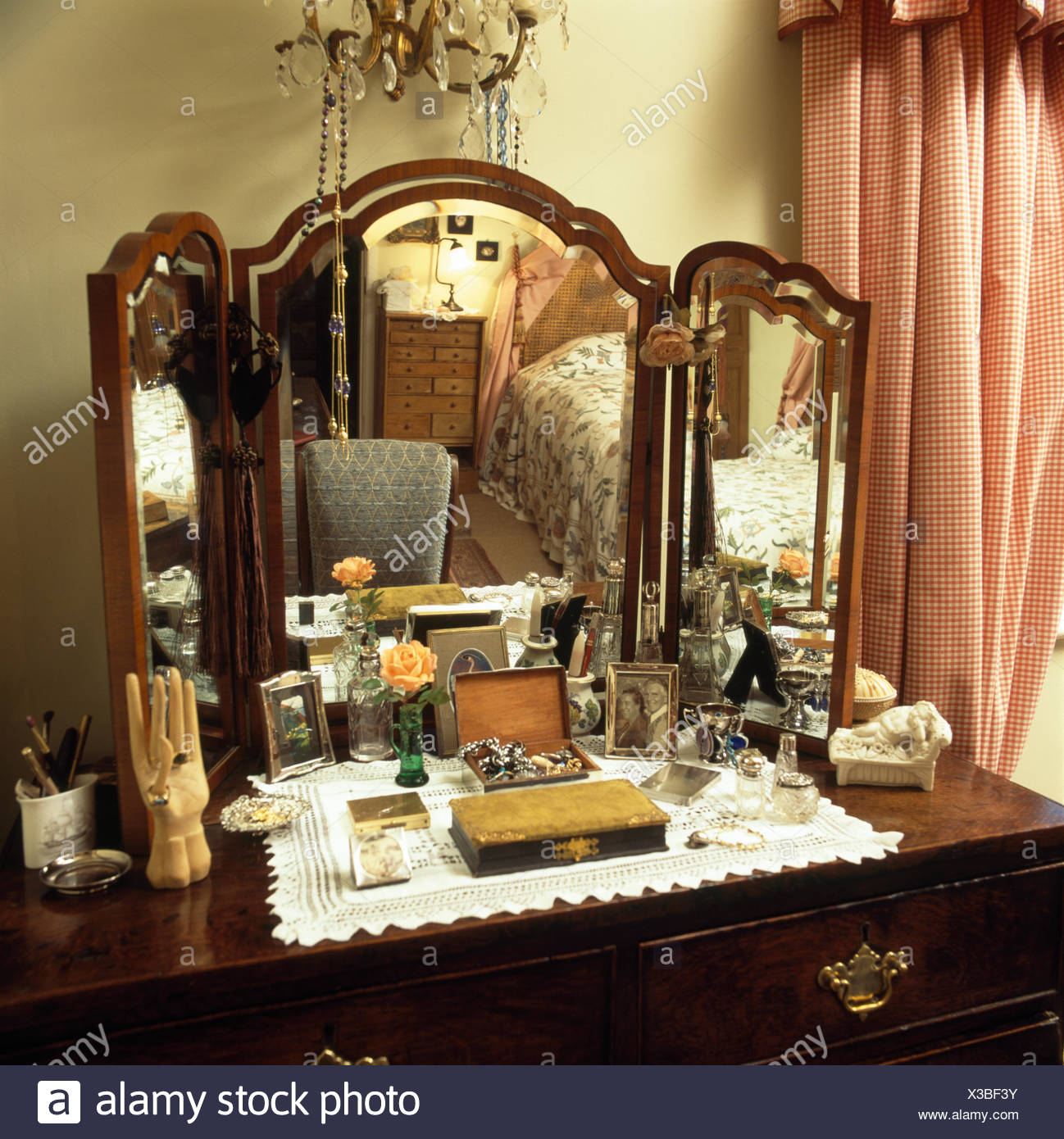 Vintage Dressing Table Stock Photos Amp Vintage Dressing
