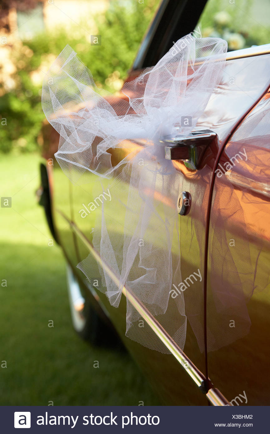 Tulle netting, veil tied to a Cadillac, wedding - Stock Image