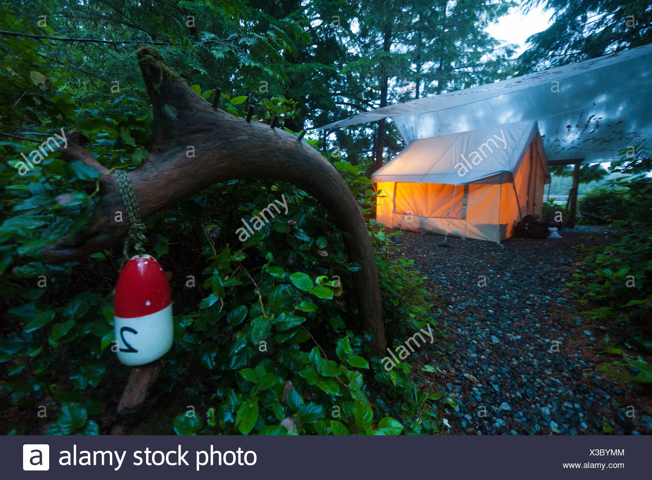 Rustic yet cozy tent camping greets visitors to West Coast Expeditions camp on Spring Island, Kyuquot, Vancouver Island, British Columbia, Canada - Stock Image