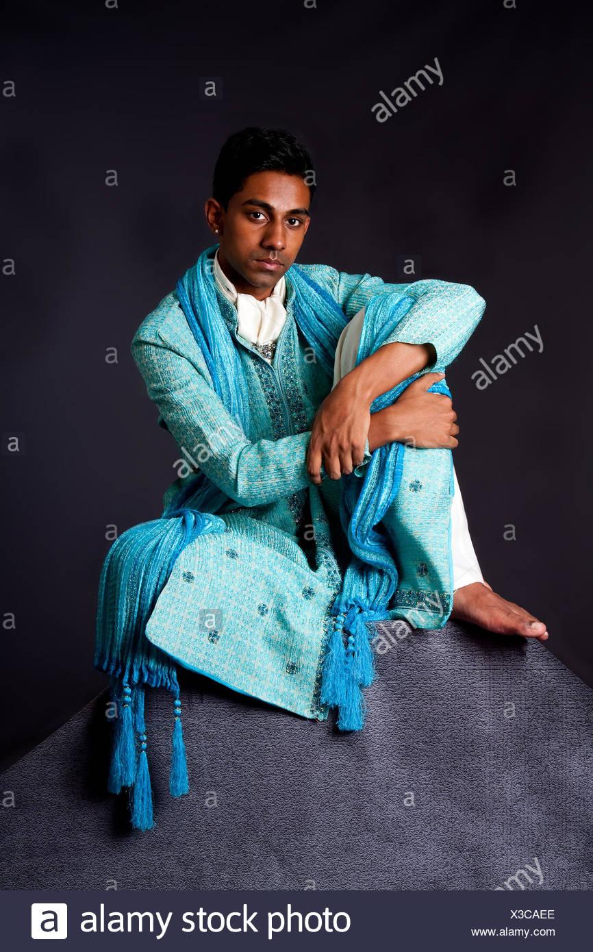 put sitting sit hindu partner bridegroom groom indian guy blue ...