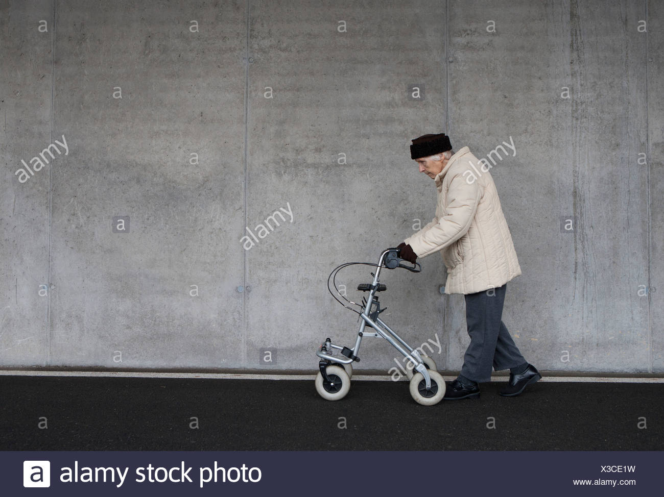 Austria,  Senior woman with wheeled walker at Subway - Stock Image