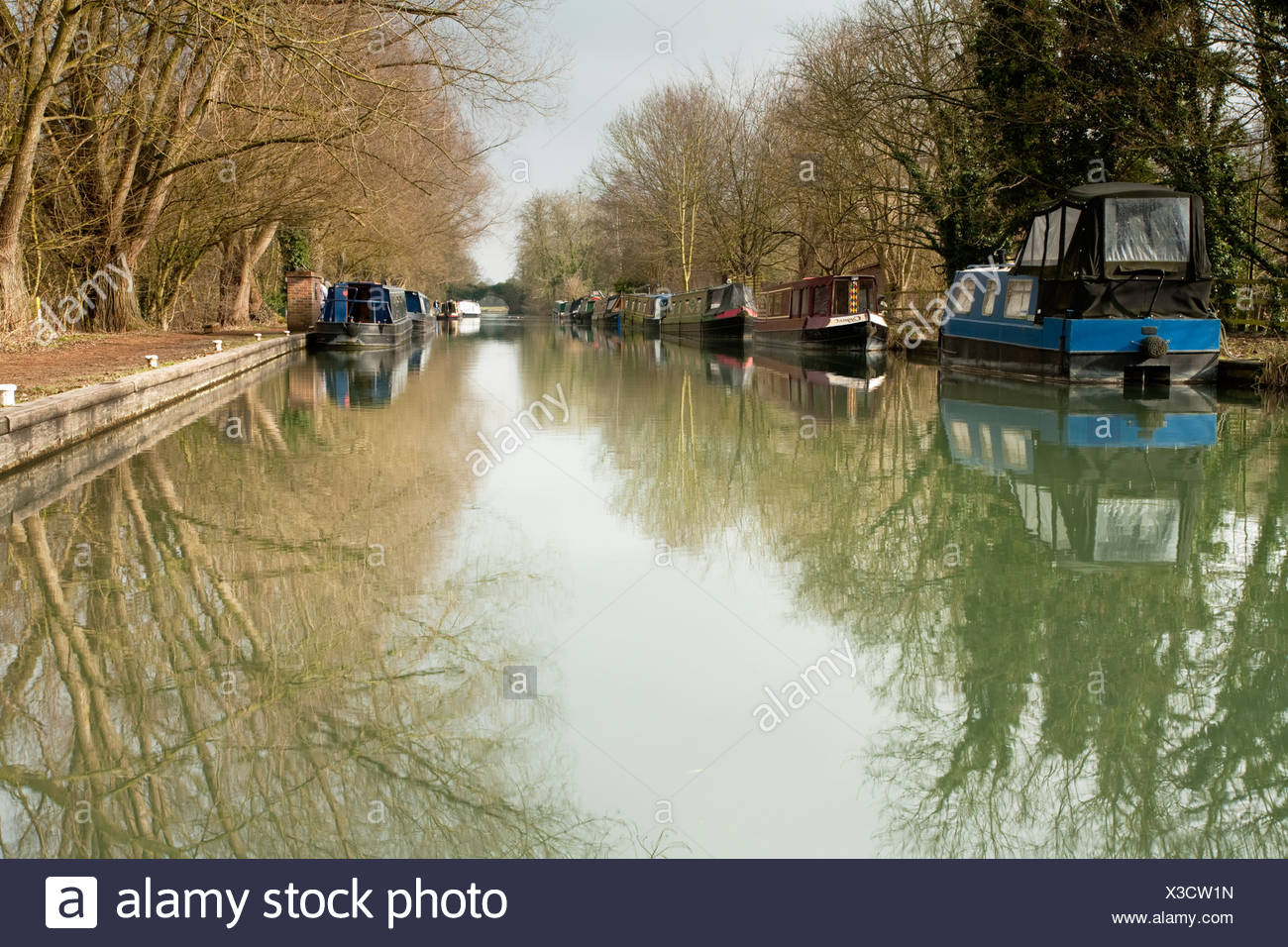 The Kennet and Avon Canal at Kintbury, Berkshire, Uk - Stock Image